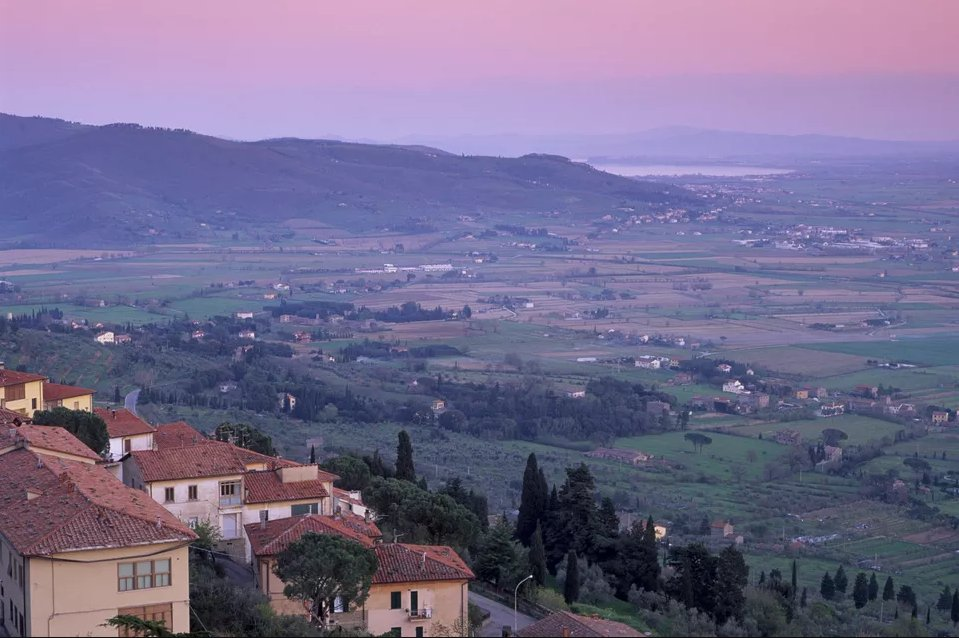 Топ 10 мест, которые нужно посетить в Тоскане  Топ 10 мест, которые нужно посетить в Тоскане cortona top 10 places in tuscany